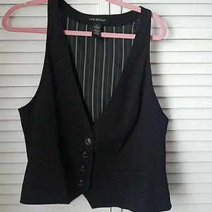 Lane Bryant black vest w design on the back 16